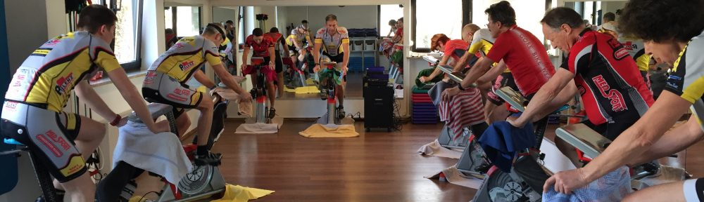 MedSport Cycling in der Gruppe mit Trainer und Musik